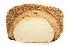 Stycken av olikt bröd som isoleras på vit bakgrund Fotografering för Bildbyråer