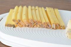 Stycken av ostar på woodenplatter Royaltyfria Bilder