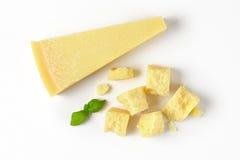 Stycken av parmesanost Arkivbild
