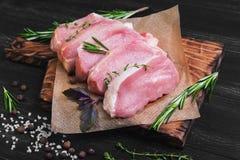Stycken av rå grisköttbiff Royaltyfria Foton
