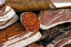 Stycken av rökt griskött bacon-4 Arkivbilder