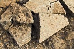 Styckena av den splittrade betongen Royaltyfria Foton