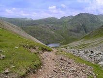 Styhead le Tarn vu de Windy Gap, secteur de lac Photographie stock libre de droits
