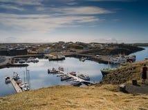 Stykkish, bateaux de Snafellsnes le long du pilier Images libres de droits