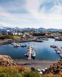 Stykkisholmur港口在一个晴朗的夏日 库存照片
