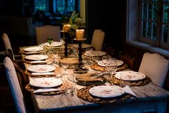 Styl życia fotografia obiadowy stół przed słuzyć Obrazy Royalty Free