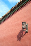 Styl lampa dołączająca wyróżniające czerwone ściany Niedozwolony miasto, Pekin Zdjęcia Royalty Free