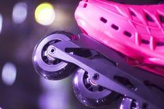 Styl wolny inline jeździć na łyżwach w sklepie Zdjęcia Royalty Free