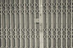 Style ancien de la porte en acier de glissière Photo libre de droits