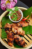 Style asiatique, plats chauds de viande - Fried Chicken Wings Images stock