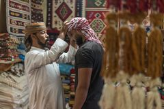 Style bédouin d'écharpe principale dans Siwa Egypte image stock