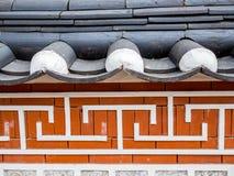 Style coréen traditionnel de mur et architecture historique de symbole de maison au village de Bukchon Hanok à Séoul, Corée du Su photos stock