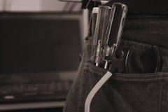 Style d'image de vintage Ensemble d'outils de bricolage d'ingénieur dans des jeans, jeans d'A avec des outils de constructeur d'i Images libres de droits