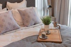 style de luxe de chambre à coucher avec l'ensemble d'oreillers Images libres de droits