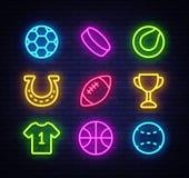 Style de néon d'icônes de collection de sport Ensemble de sport d'enseignes au néon icônes sur des sports, le football, basket-ba illustration stock