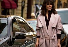 Style de rue : Milan Fashion Week Autumn /Winter 2015-16 photo libre de droits