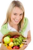 Style de vie sain - femme avec le fruit dans le sac Image libre de droits