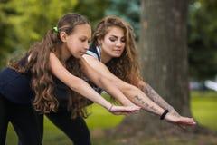 Style de vie sain Gymnastique active ensemble Images stock