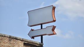 Style des années 1960 de cru de panneau routier rétro images libres de droits