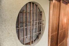 Style en bois du Japon de fenêtre de cercle rond photo stock