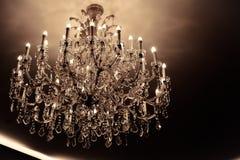 Style en cristal de luxe de vintage de lustre comme concept d'or Photographie stock