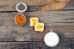 Style fait maison de vintage de petit déjeuner Table en bois Photographie stock libre de droits