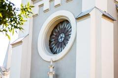 Style gothique de fenêtre en verre teinté multicolore photos libres de droits