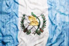 Style grunge de drapeau du Guatemala sur le mur de briques Photo stock