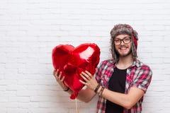 Style rouge de mode de hippie de Baloon de forme de coeur de prise d'homme Images libres de droits