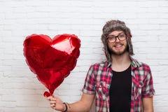 Style rouge de mode de hippie de Baloon de forme de coeur de prise d'homme Photo stock