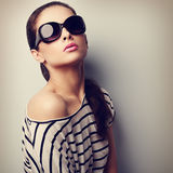 Style sexy female model posing in fashion sunglasses. Closeup vi Stock Photos