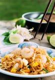 Style thaïlandais de nouille de Padthai sur le fond en bois Images libres de droits