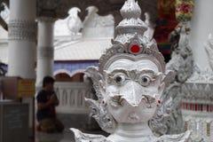 Style thaïlandais et x27 ; statut de s Garuda Photo stock