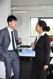 Stylish business man and woman in a discussion Royalty Free Stock Images