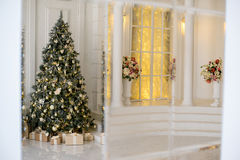 Stylish Christmas interior decorated in white and golden colors Stock Photography