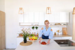 Stylish girl cooks posing for breakfast in morning, standing at Royalty Free Stock Photos