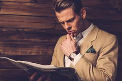 Stylish man with newspaper Royalty Free Stock Photos