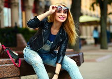 Stylish smiling girl in casual cloth in the city park Royalty Free Stock Photos