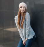 Stylish woman in the city in autumn Royalty Free Stock Photos