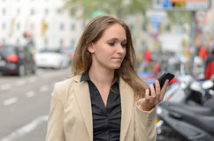 Stylish woman reading an sms on her mobile Royalty Free Stock Images