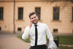 Stylish young businessman talking on the phone outdoors Royalty Free Stock Photos