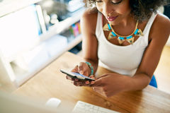 Stylish young businesswoman checking her mobile Royalty Free Stock Photos