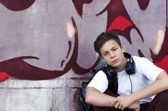 Young man with headphones listening to music Royalty Free Stock Photos
