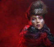 年轻stylisn妇女画象有创造性的脸的 免版税库存图片