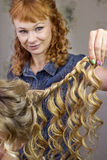 Stylist makes wedding hairstyle Royalty Free Stock Photography
