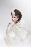 stylization Frau mit Eierschalen und Art Fancy Makeup phantasie lizenzfreie stockbilder