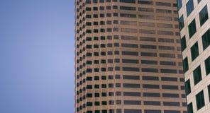 Stylized förändrade generisk företags modern kontorsbyggnad Royaltyfri Bild