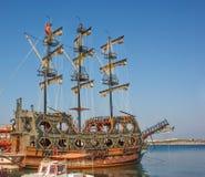 Stylized piratkopierar skeppet Royaltyfri Bild