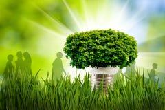 Stylizowany wizerunek lampa, ludzie sylwetek i korona drzewo, Zdjęcie Stock