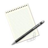 Stylo, feuilles de papier et agrafes Photographie stock libre de droits